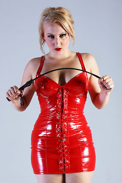 400px-Victoria_Vendetta_red_dress_9