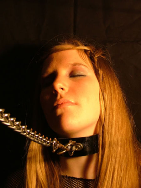 450px-BDSM_Collar_and_Chain