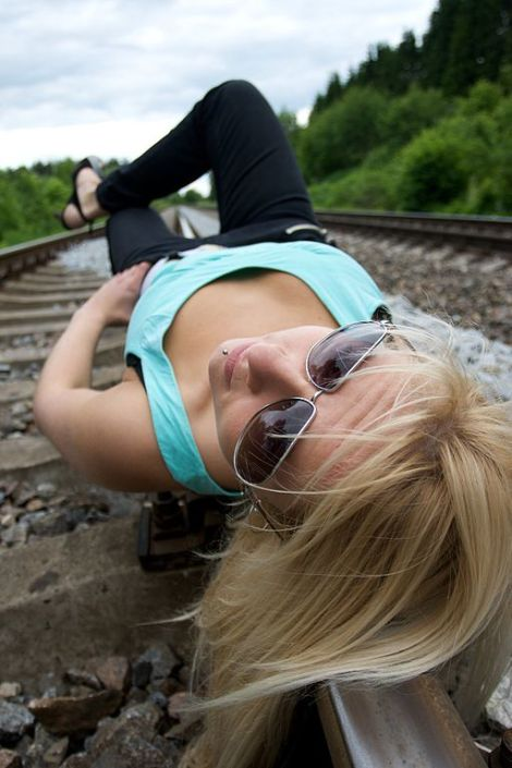 Blond_woman_on_rail_tracks_01